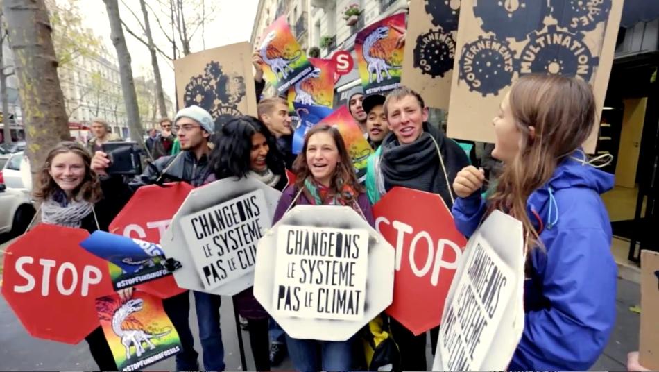 Video Thumbnail Paris Protesters 10000 Human Chain